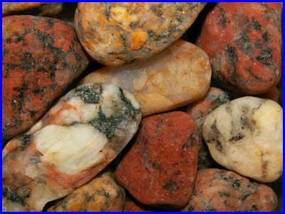 Граниты очень широко распространены в континентальной земной коре.  Эффузивные.