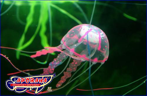 Декорация в виде медузы сиреневого цвета.