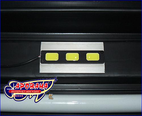 Осветительный модуль легко можно прикрепить к аквариумной крышке, тем самым увеличить освещение в аквариуме.