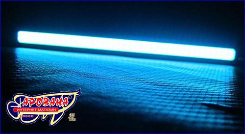 Синий свет светодиодной планки.