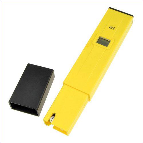 Прибор pH метр жёлтого цвета.