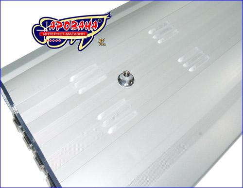 Корпус светильника изготовлен из штампованного, антикоррозионного алюминия, что придает ему оригинальный и стильный дизайн.