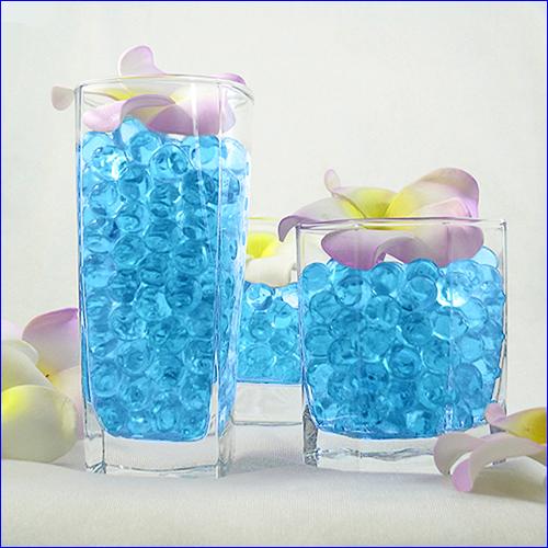Гидрогелевые шарики синего цвета.
