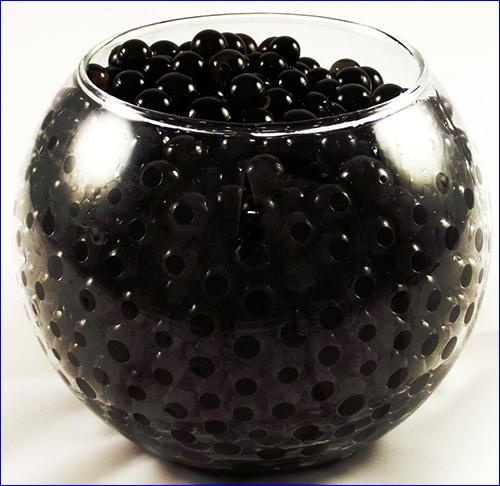 Гидрогелевые шарики чёрного цвета.