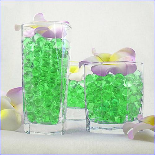 Гидрогелевые шарики зелёного цвета.